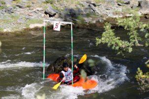 Соревнования для каякеров на реке Урсул, слалом